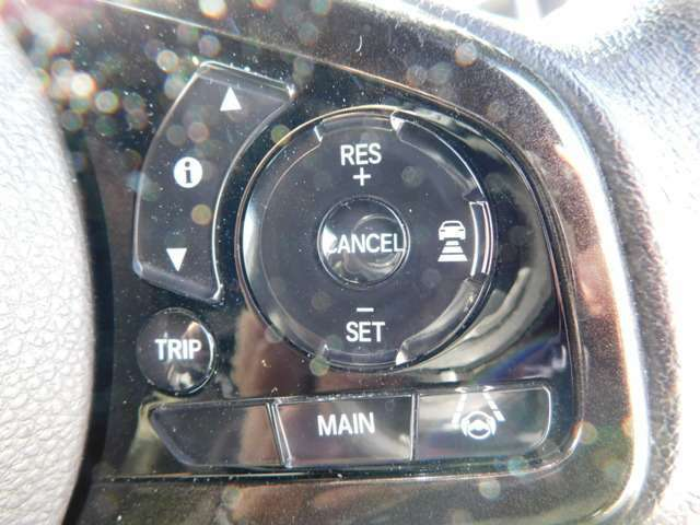ハンドルの画像です!構内での車のご試乗は可能です!いつでもスグに車をご覧いただけます♪ご来店をご予約いただきましたお客様には専任スタッフがしっかりとサポートさせて戴きます♪