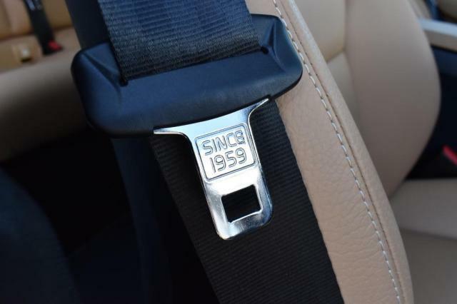 3点式シートベルトが開発された1959年を刻印しています。