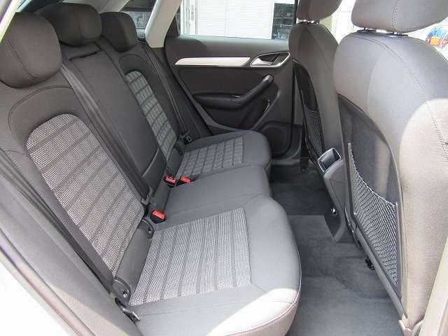 リヤシート状態です。このシートの使用感もほぼない状態で、このことからも丁寧な取扱をされていたことが伺えます。
