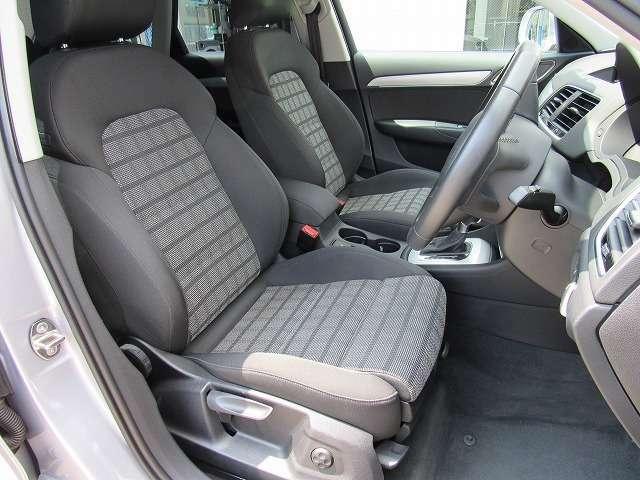 フロントのドライバーズシートの状態です。こちらもシート脇のスレとかも見当たらなく丁寧な取扱い方が想像できます。丁寧な取扱は車の消耗度にも差が出て来ます。