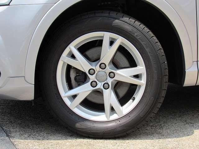 走行数30000キロを満たないタイヤですが、特にフロントタイヤはさすがに交換の時期を迎えておりますので、全てのタイヤ交換をいたします。その費用を含めた金額となりますのでお得な内容となります。