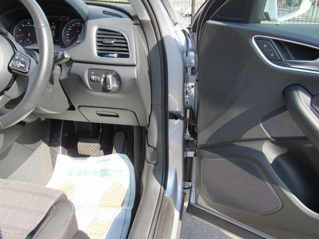 CAMSの商品車には、過去の使用痕跡を隅々にまで取り除き気持ちよくお乗り頂けるよう仕上げております。更に、エアコンの消臭、除菌も行って清潔な室内でお乗り頂けます。