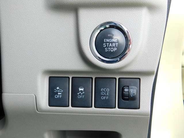 プッシュ式START&STOPスマートキー。キーをバッグから取り出さなくてもドアロックのロック&アンロック・エンジンの始動&停止ができます。一度使い始めると車選びの選択基準アイテムになるほどの人気装備