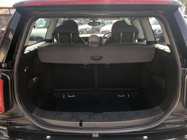3ドア・ハッチバックより240mm伸びた全長により、ラゲージスペースも3ドア・ハッチバックに比べ100L増の260L(後部座席を倒すと930L)と格段に広くなりました。