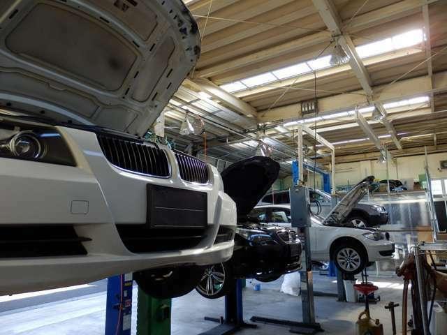 Aプラン画像:自社認証工場(自動車分解整備業2-6030)にて法定点検を行います!専用の診断機も複数台ございます!工場は敷地内にございますのでご納車後のアフターサービスもお任せ下さい