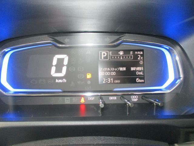 速度計は大きなデジタル表示。安全速度をしっかり確認できます。