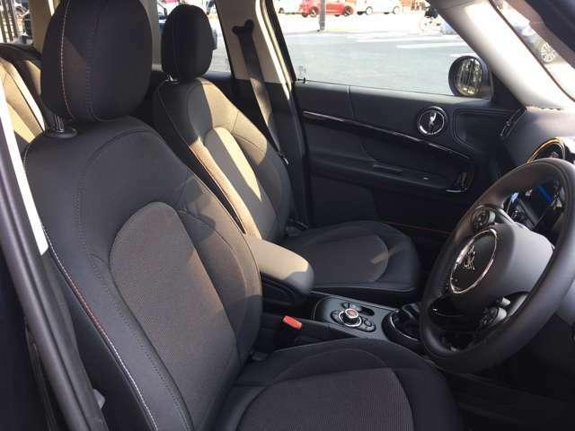 シートの高さ調整などもできますのでより良いドライビングポジションで運転して頂けます。