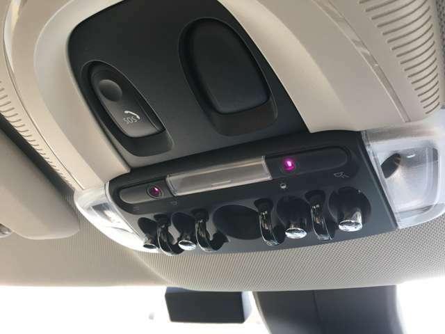 緊急事態の際に、すぐにエマージェンシーにつながるSOSボタン。インテリアライトも変えれます。