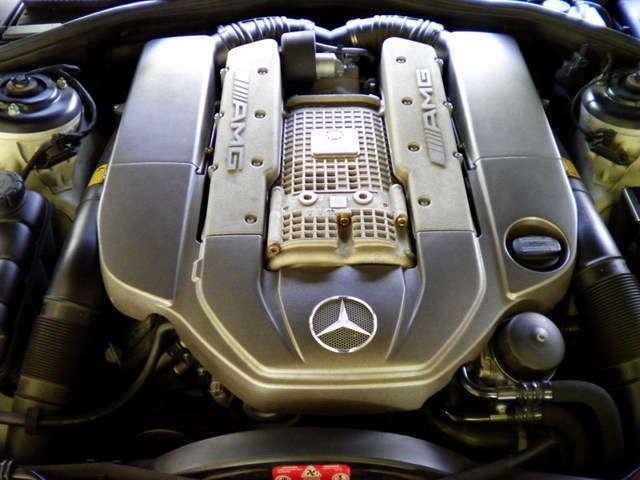 エンジンはAMG製V8-5.5Lスーパーチャージ500PS(カタログ値)です。お問い合わせは全国フリーダイヤル0066-9711-094846までお気軽にお問い合わせくださいませ。