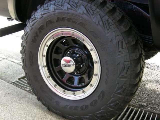 ・GOODYEARケブラータイヤ&ビートロックホイール・オフロードスタイルで決めています。