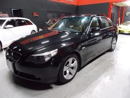 BMW 5シリーズ 530i ハイラインパッケージ キセノン オフホワイト革内装 純正ナビ