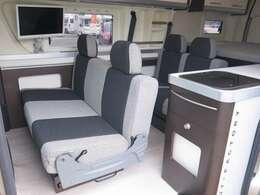セカンドシートに3人掛け/サードシートに2人掛けになります!