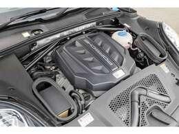 V型6気筒、3000ccのターボエンジンを搭載しております!カタログ値で340馬力を発揮します!SUVとは思えない加速をお楽しみいただけます!!TEL:045-348-3232