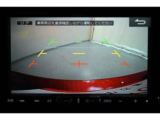 バックモニターです。 ディスプレイに後方の視界を表示し、車庫入れをサポートします。