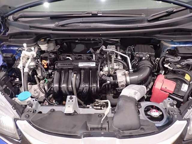 エンジンルームもクリーニング済です。綺麗なエンジンルームはオイル漏れなどの早期発見につながります。