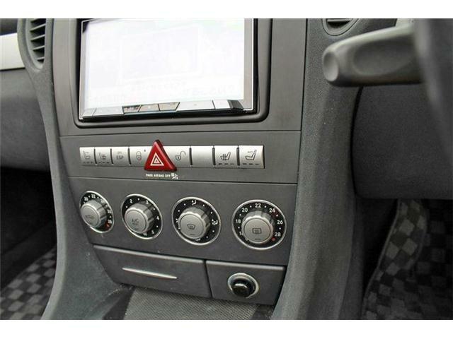 フロントシートにはシートヒーターがついております。