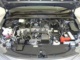 ハイブリッドエンジン!モーターとエンジンの長所を最大限活かし低燃費でありながら優れた走りを両立させています!エンジンルームまでピカピカに仕上げているのがトヨタカローラ秋田の中古車です!