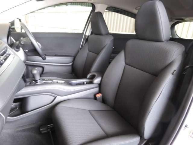 ホールド感のあるフロントシート。しっかりと支えてくれるので長時間の運転を快適にサポート!