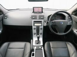 V50最終モデル2.0クラシックが入庫致しました!サンルーフ・パワーシート・シートヒーターと装備充実の一台!黒の本革シートを装備し上質な雰囲気を纏った大人な仕上がりになっております!是非ご覧ください♪