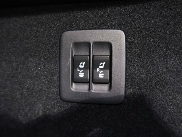 メーカーオプションの後席電動格納も装備!