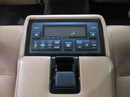 後席専用エアコン/シートコンディション/オーディオコントローラー付で、後席者も快適にお過ごしいただけます♪
