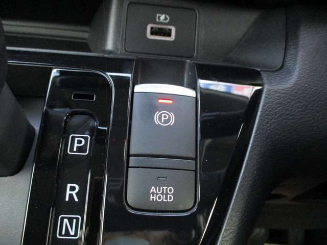 オートホールド機能搭載でブレーキを踏んでいなくても停車状態となる優れものです!
