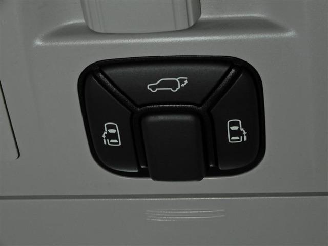 両側パワースライドドア付で狭いスペースでの乗降りもラクラクです。らくらく操作のパワーバックドア装備!