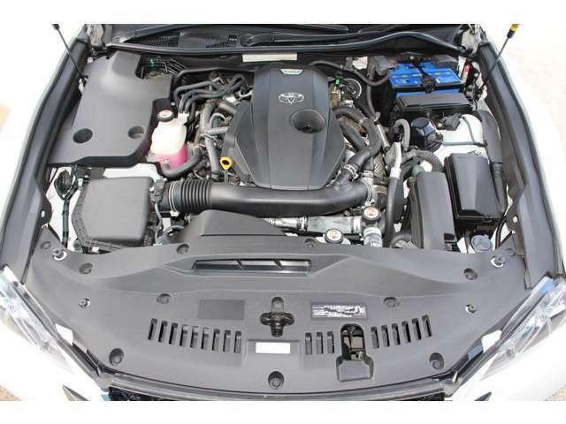◆2.0L+ターボエンジン(アイドリングストップ)◆タイミングチェーンの為、10万km毎の交換の必要はありません。