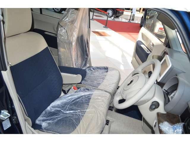 運転席と助手席にはシートヒーターを標準装備。座っているだけでやさしくカラダを温めます。