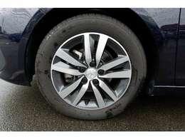 16インチアルミホイールです。タイヤ、ホイールに目立ったキズや使用感はありません。