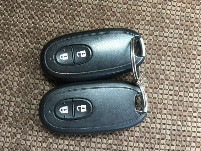 カバンの中に鍵を入れたままドアを開閉できるインテリジェントキーは便利ですよ。是非実際の車で体験してみてください。これから手放せなくなりますよ