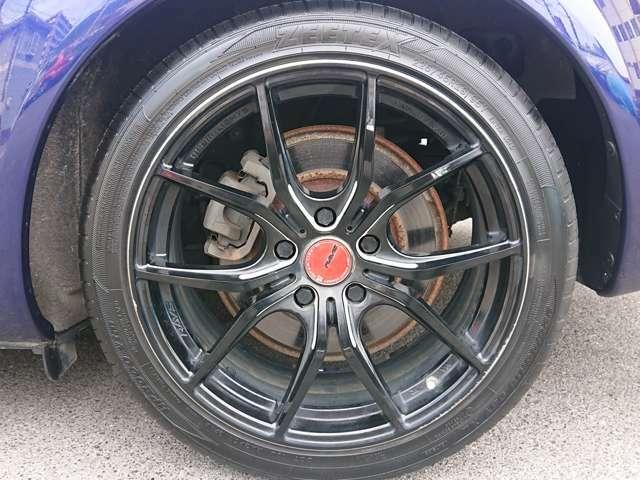 社外18インチAWです。タイヤは約6部山程度残っておりまだまだ使用可能です。