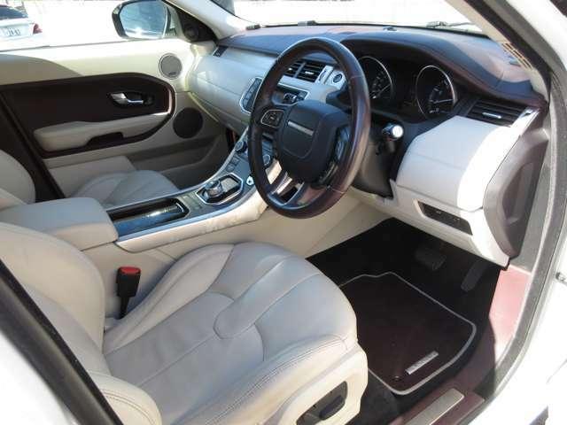 運転席も広くリラックスしながら快適に運転できます。グレードがプレステージになりますので内装が豪華仕様になっています。
