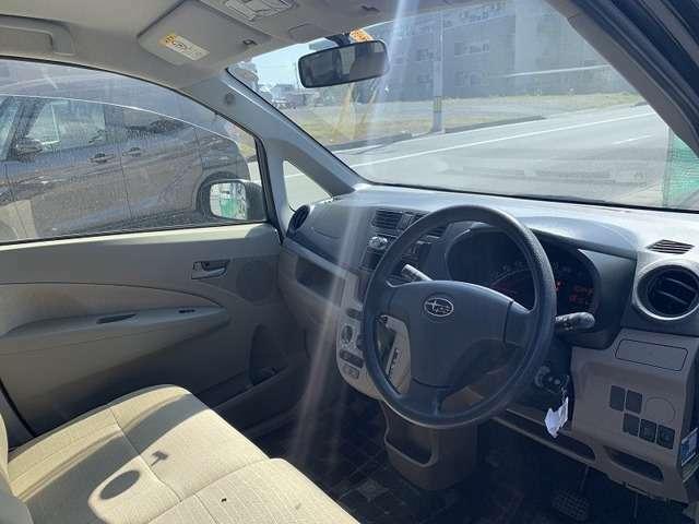 今の軽自動車は室内のスペースを広くとって作られています。このくらいのスペースがあれば運転もノンストレスではないでしょうか♪