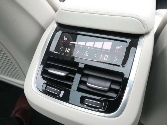◆後席シートヒーター『三段階で強弱の調節が可能なシートヒーティング機能を装備しております。季節によっては欠かすことのできないポイントの高い装備ではないでしょうか。』