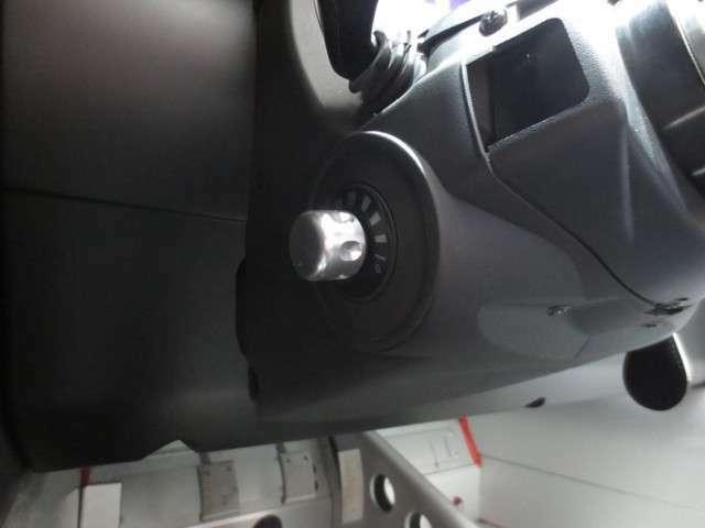 トラクションコントロール調整用スイッチを装備。 お客様のお好みにセッティング出来るのも3-ELEVENの楽しみの一つ。
