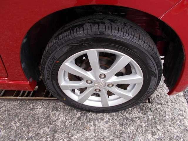 タイヤもホイールも状態よくキレイです