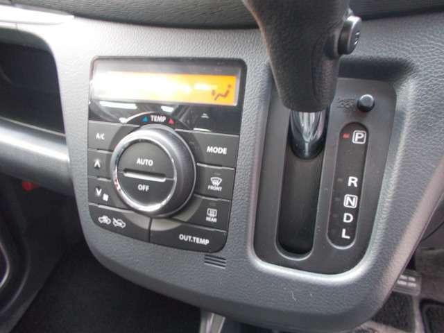 オートエアコンなので外気温に合わせて設定温度を自動調整!