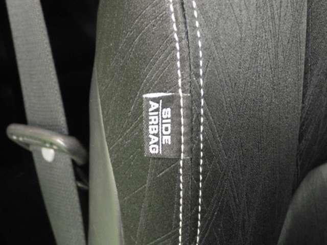 サイドカーテンエアバッグ付きです。
