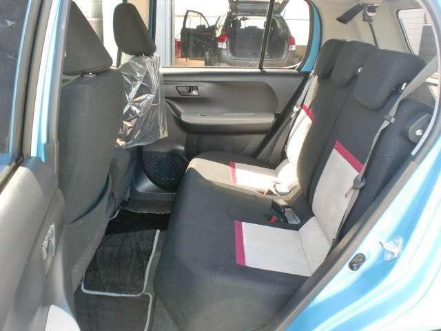 コンパクトカーの中でもトップクラスの広さがあり、前後のシートの間隔が広いので後席に座ってもゆったりと過ごすことができます。ご来店の際には是非試乗してみてください!