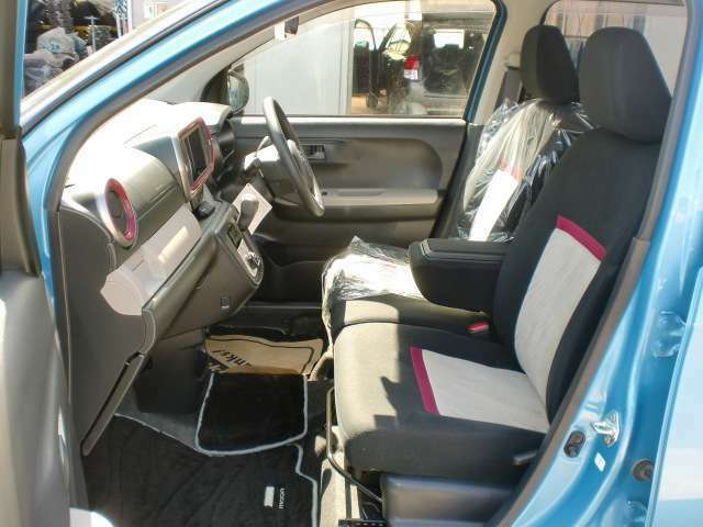 U-MAXの中古車は全車クリーニング済み!1、シートを取り外し室内まるごと抗菌・洗浄 2、フロアマットも洗浄・消臭3、乾燥装置でしっかり乾燥 4、室内をワックスでキレイに磨きあげております。