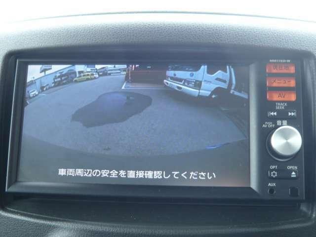 シフトレバーを【R】に入れると自動で後方がモニターに表示されます。