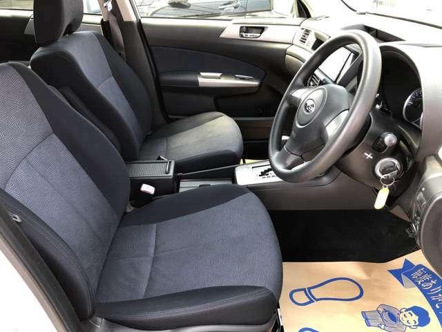 運転席シート廻りは使用感も少なく、良好な状態となっています。前オーナー様が丁寧に使っていたことがよくわかります♪