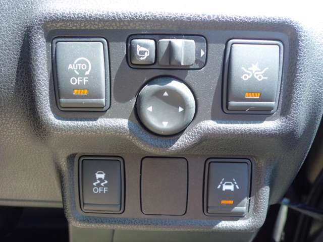 アイドリングストップ/エマージェンシーブレーキ/車線逸脱警報/横滑り軽減装置