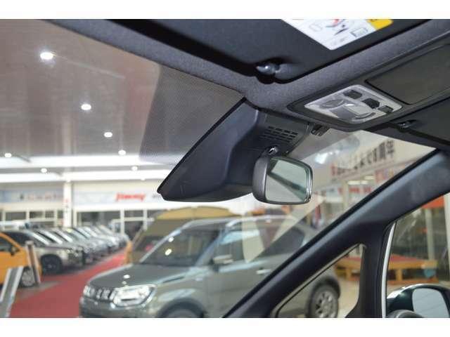 プリクラッシュセーフティ―システム搭載で夜間や、近距離内での歩行者などを検知し、運転者への警告やブレーキの補助操作を行い衝突被害を軽減します