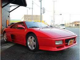 赤い跳ね馬フェラーリ!ボディーカラーは人気のフェラーリレッド、ロッソコルサです!フェラーリリトラライトが魅力的です!