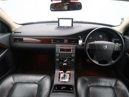 平成20年式、今では希少になったV70入庫いたしました!高級感溢れる本革シート、外装は人気のブラックサファイアメタリックとなっております♪