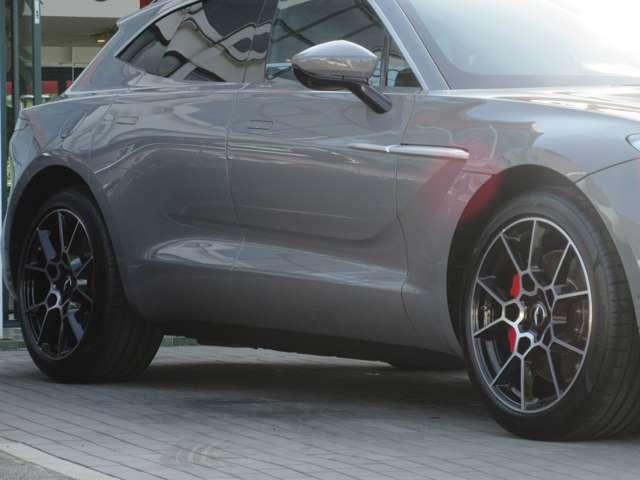 22インチ・スポーツ ホイール・ グロスブラックDT タイヤ空気圧モニタリングシステム(TPMS)