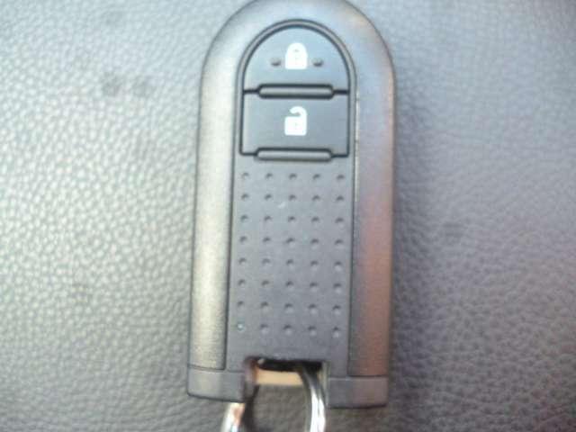 スマートキーなので鍵をカバンやポケットに入れたままでも開閉可能です♪