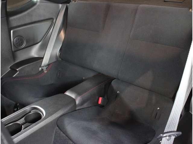 後部座席の使用感はほとんどありません
